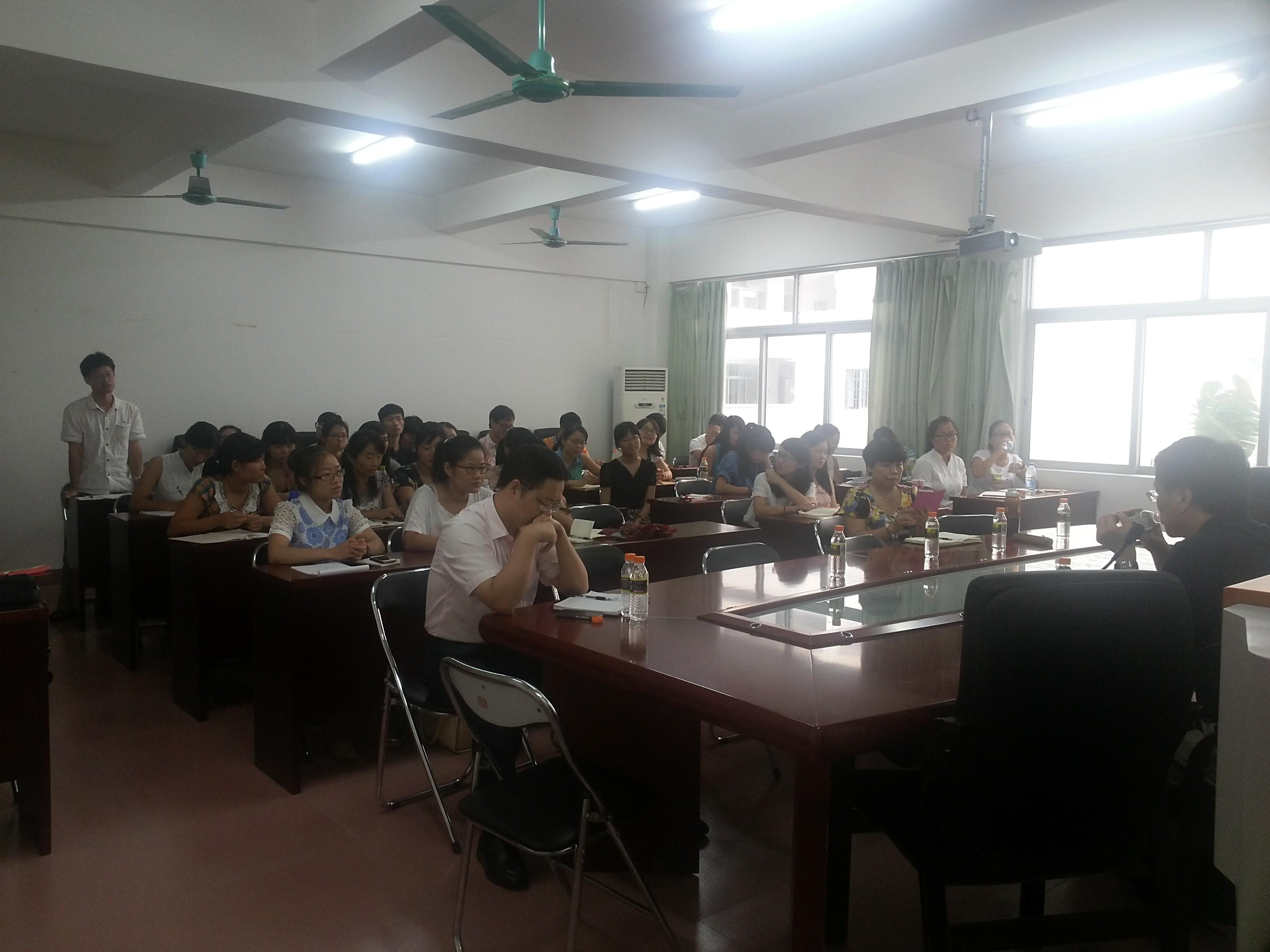 北京师范大学博士生导师褚宏启教授应邀到我院作学术报告