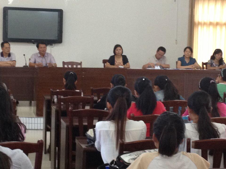 我院学前教育专业顶岗学生受到万宁教育局的热烈欢迎