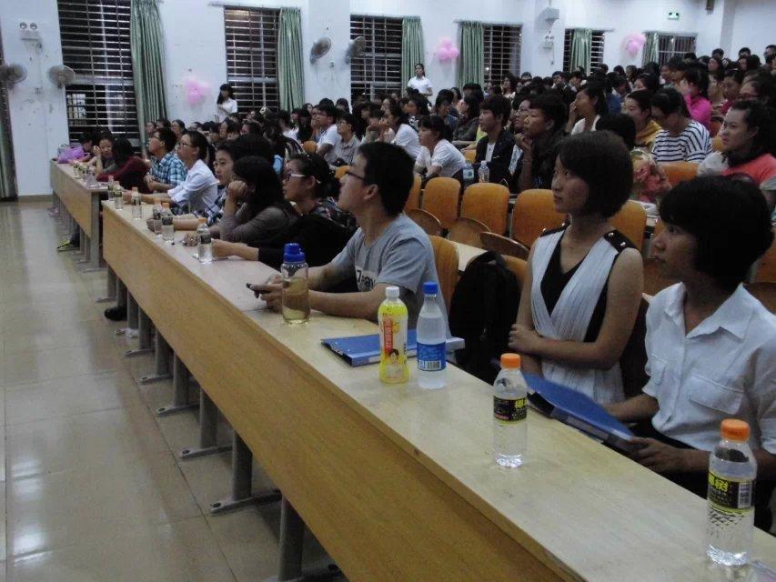 外国语学院举行大学生论坛暨迎新晚会