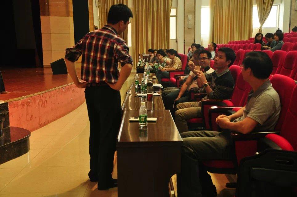 华中师范大学廖美珍教授莅临外国语学院讲学
