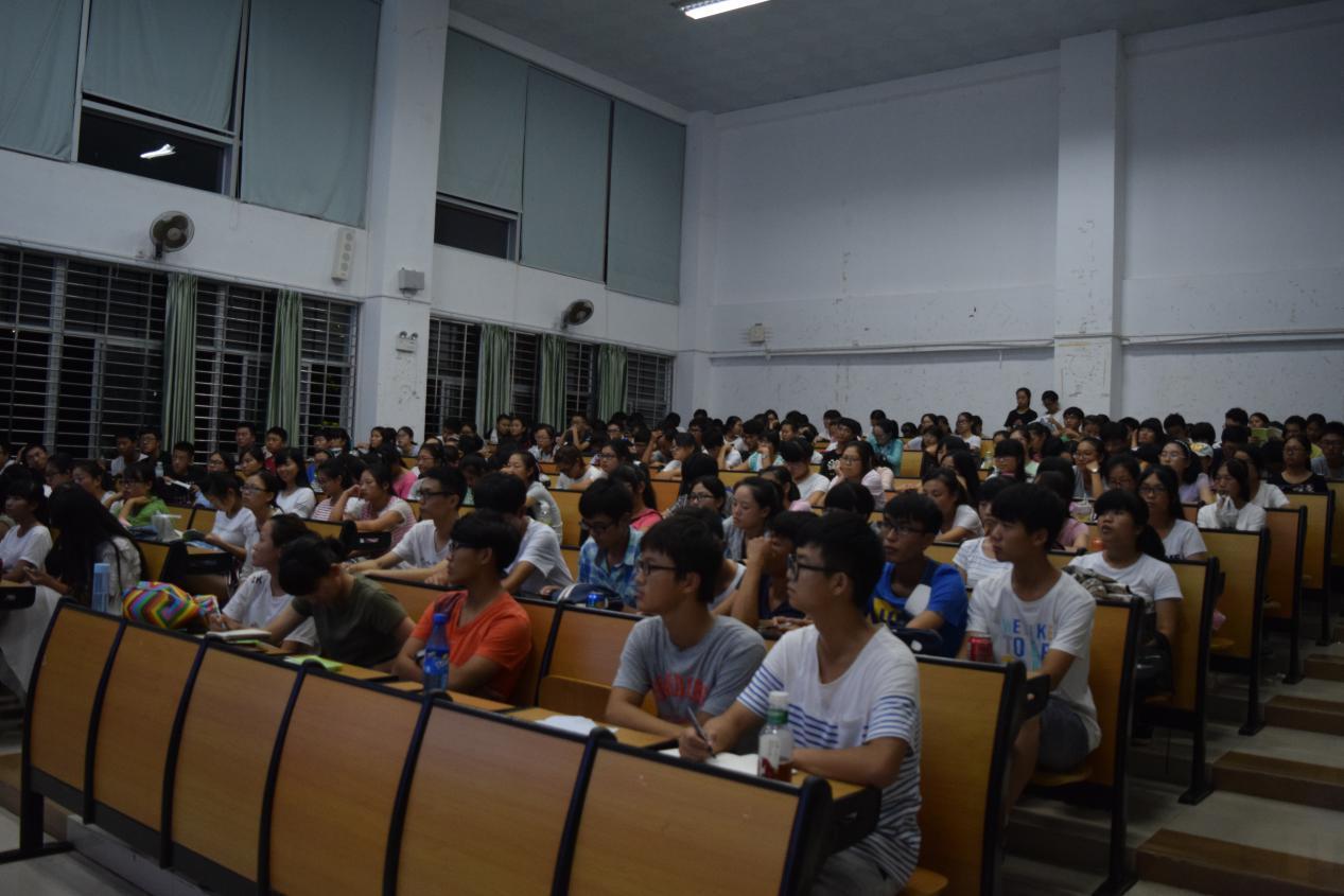 """化学与化工学院举行""""2015级新生校纪校规教育""""讲座"""