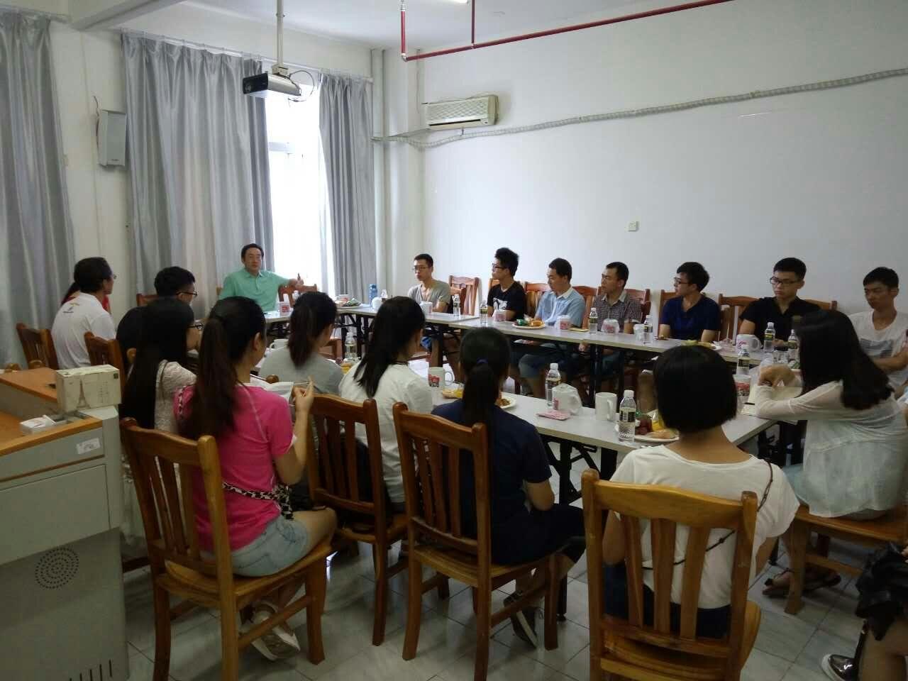 海南师范大学第四期研究生学术沙龙顺利举行
