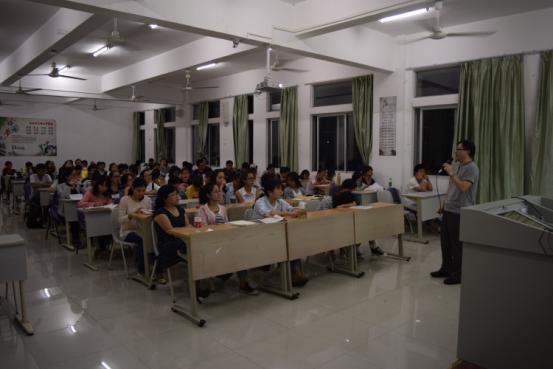 化学与化工学院成功举办考研经验交流会