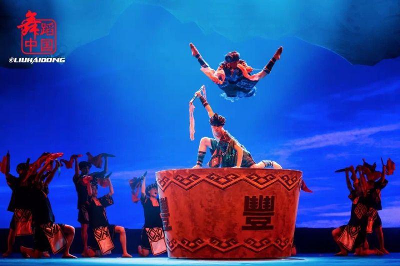 我院学生参演的大型原创歌舞诗《黎族家园》在北京天桥剧场上