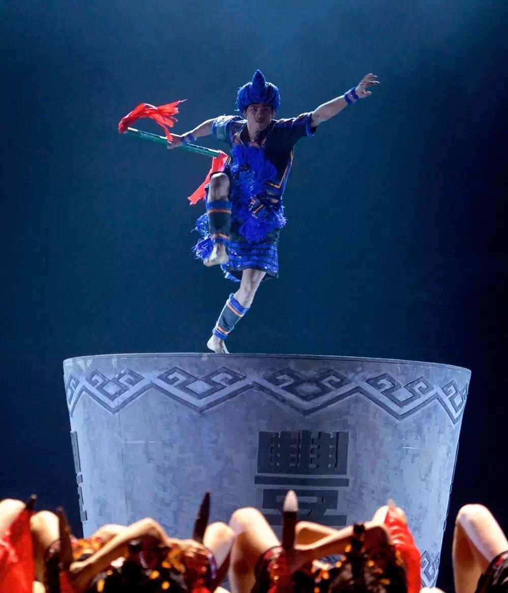 我院学生参演的大型原创歌舞诗《黎族家园》在北京天桥剧场上演