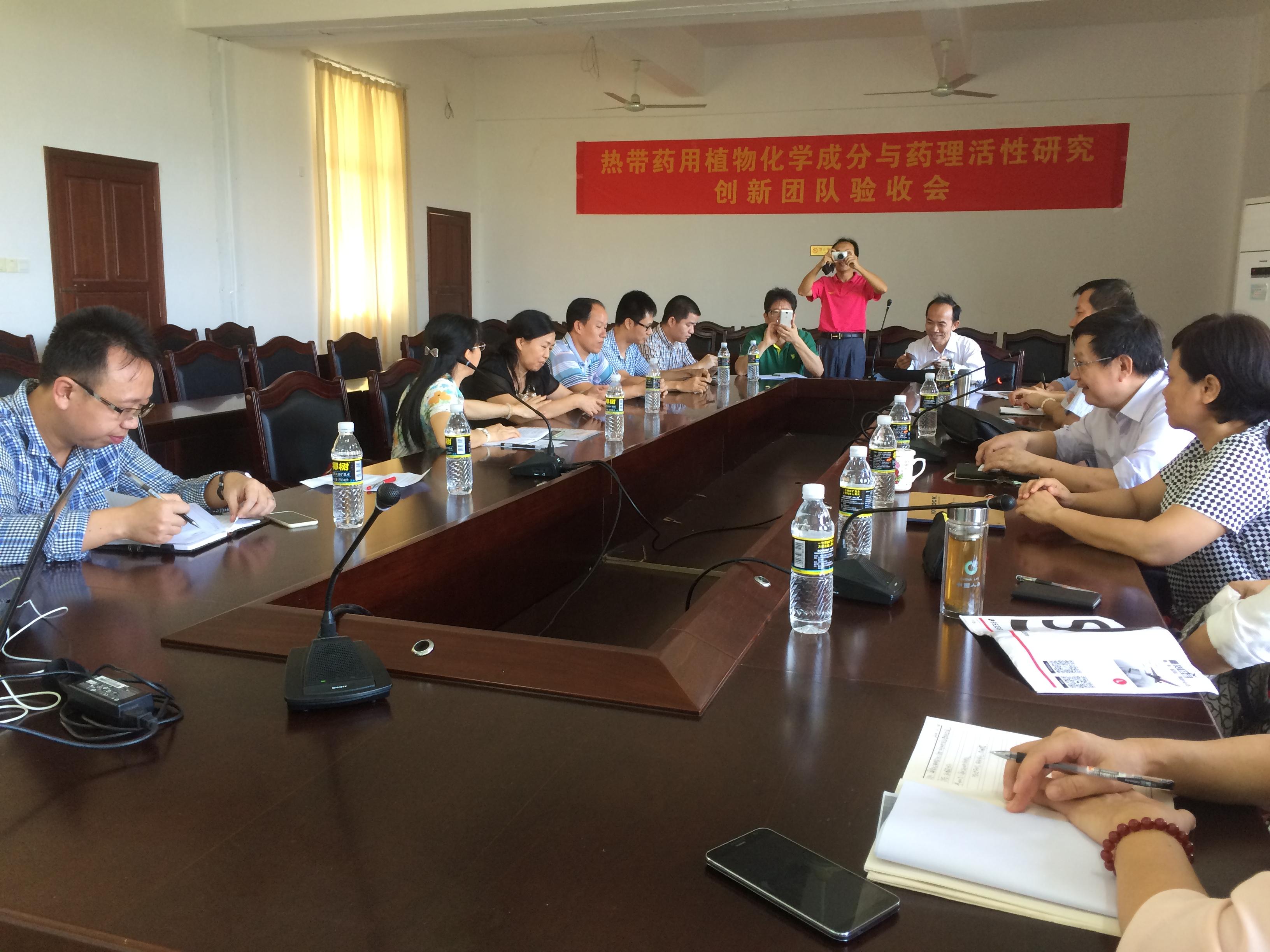 海南大学材料与化工学院刘四新院长一行到我院进行交流
