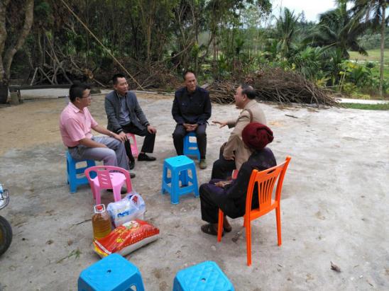 精准扶贫,风雨同舟--记外国语学院走入亚欠村开展扶贫活动