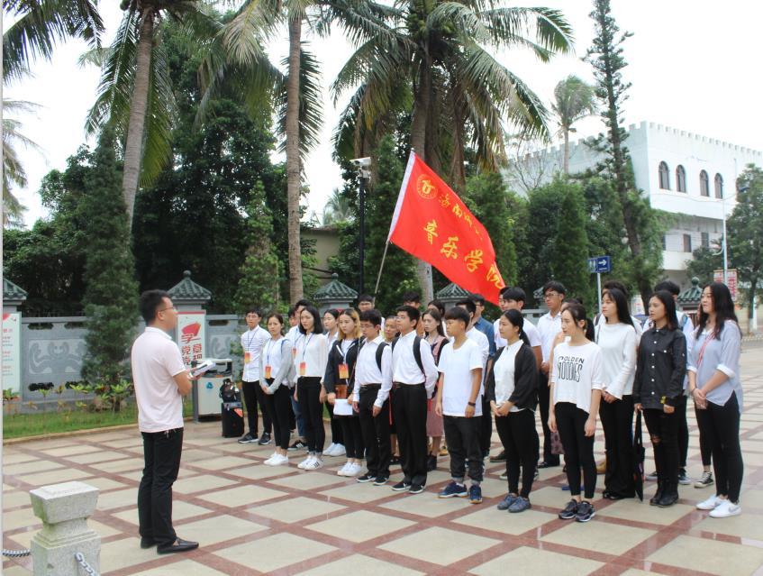 青年之声.音乐学院学生党员参观李硕勋烈士纪念亭