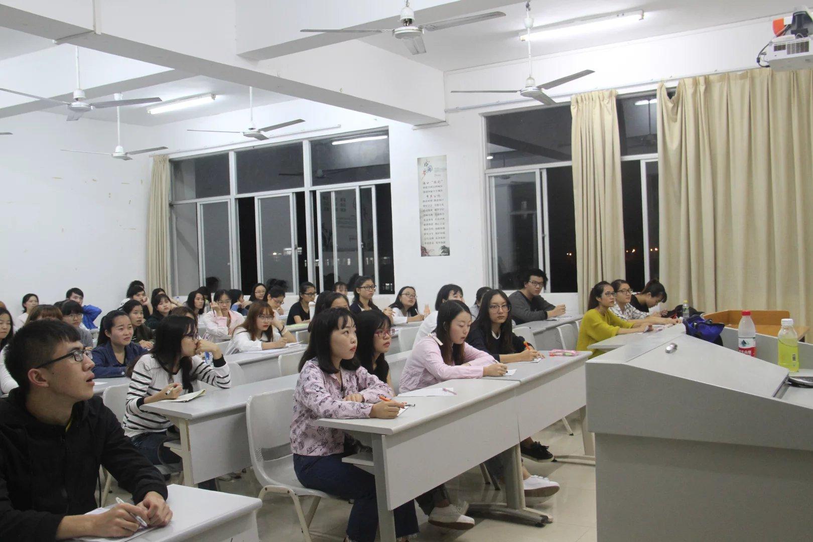 """青年之声·马克思主义学院之""""趣说核心价值观""""讲座"""
