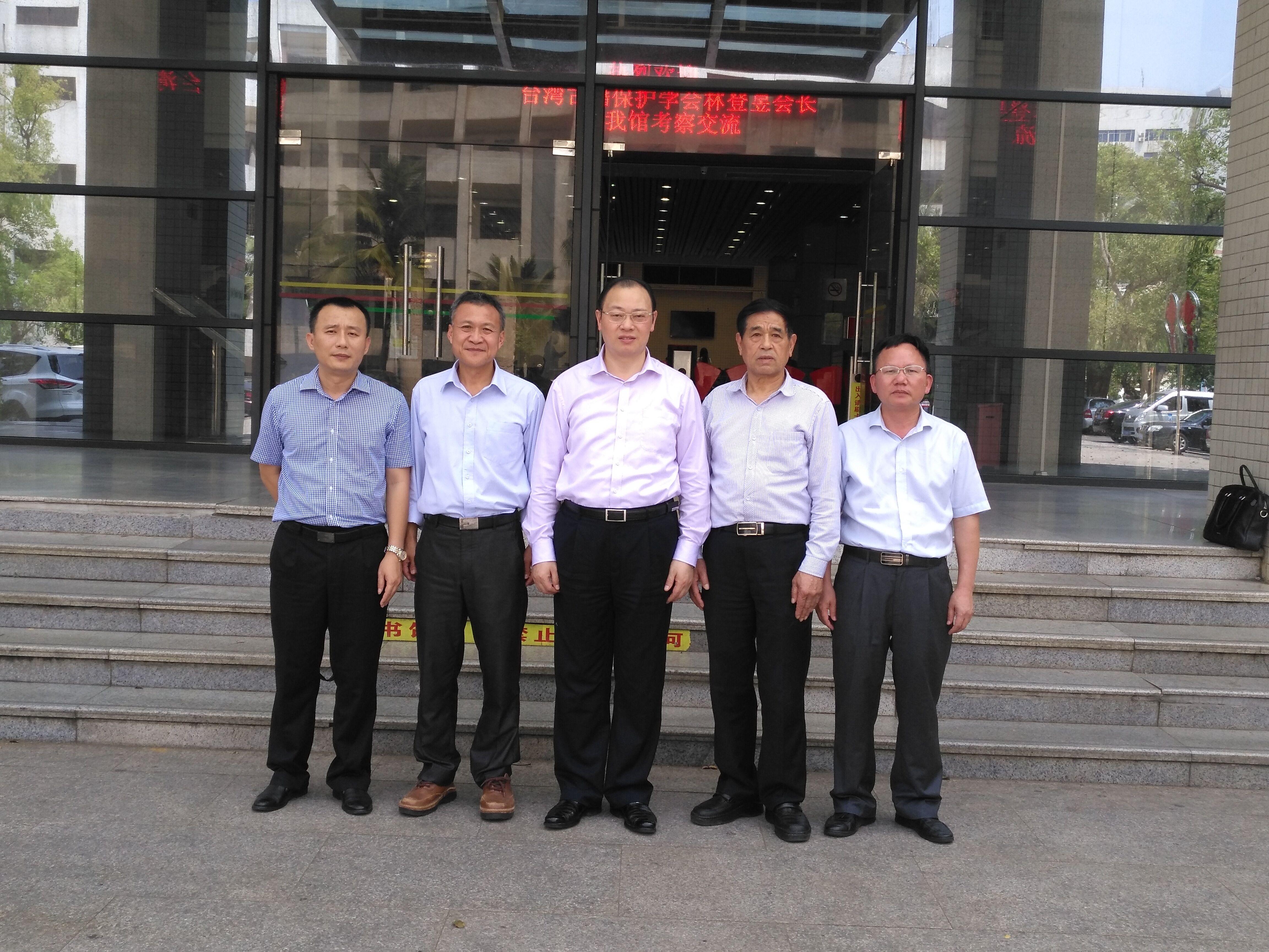 台湾古籍保护学会会长到我校图书馆访问交流