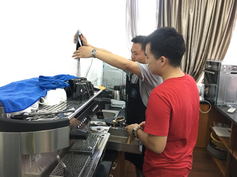 青年之声·旅游学院专业拓展兴趣小组之咖啡调制开展首期活动