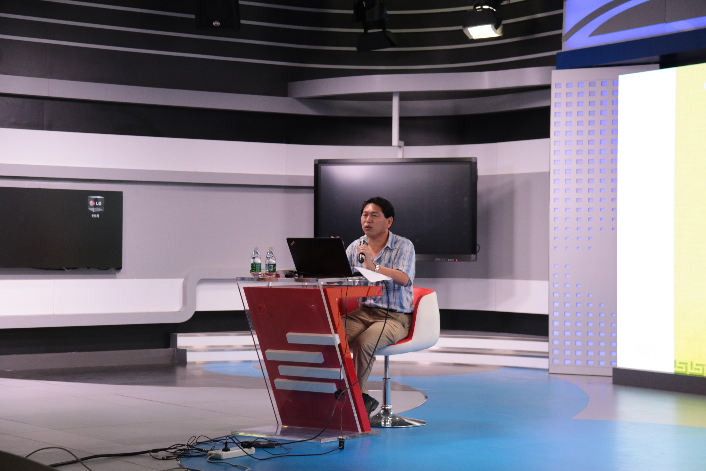 青年之声·海口日报资深记者彭桐在新闻传播与影视学院开展讲座