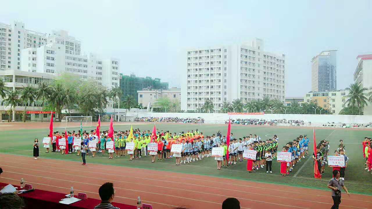 5月20日,海南师范大学 2017 年校园足球比赛于圆满闭幕,全校18支足