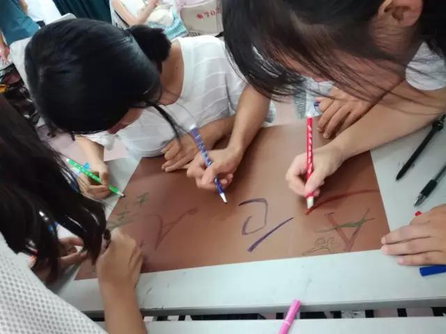 学校创新创业实践周活动火热进行