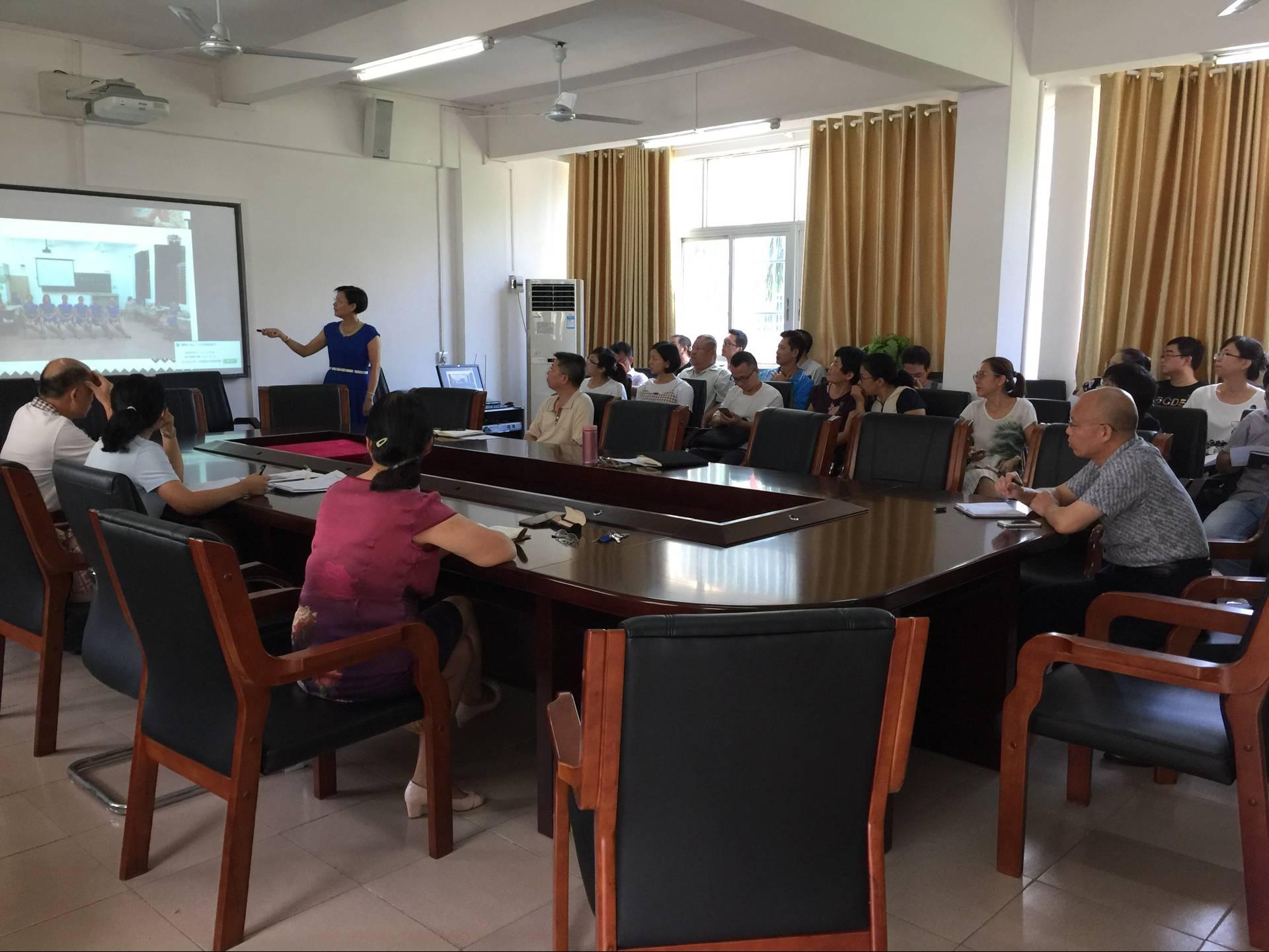 生命科学学院召开新教师座谈会 开展教师礼仪培训
