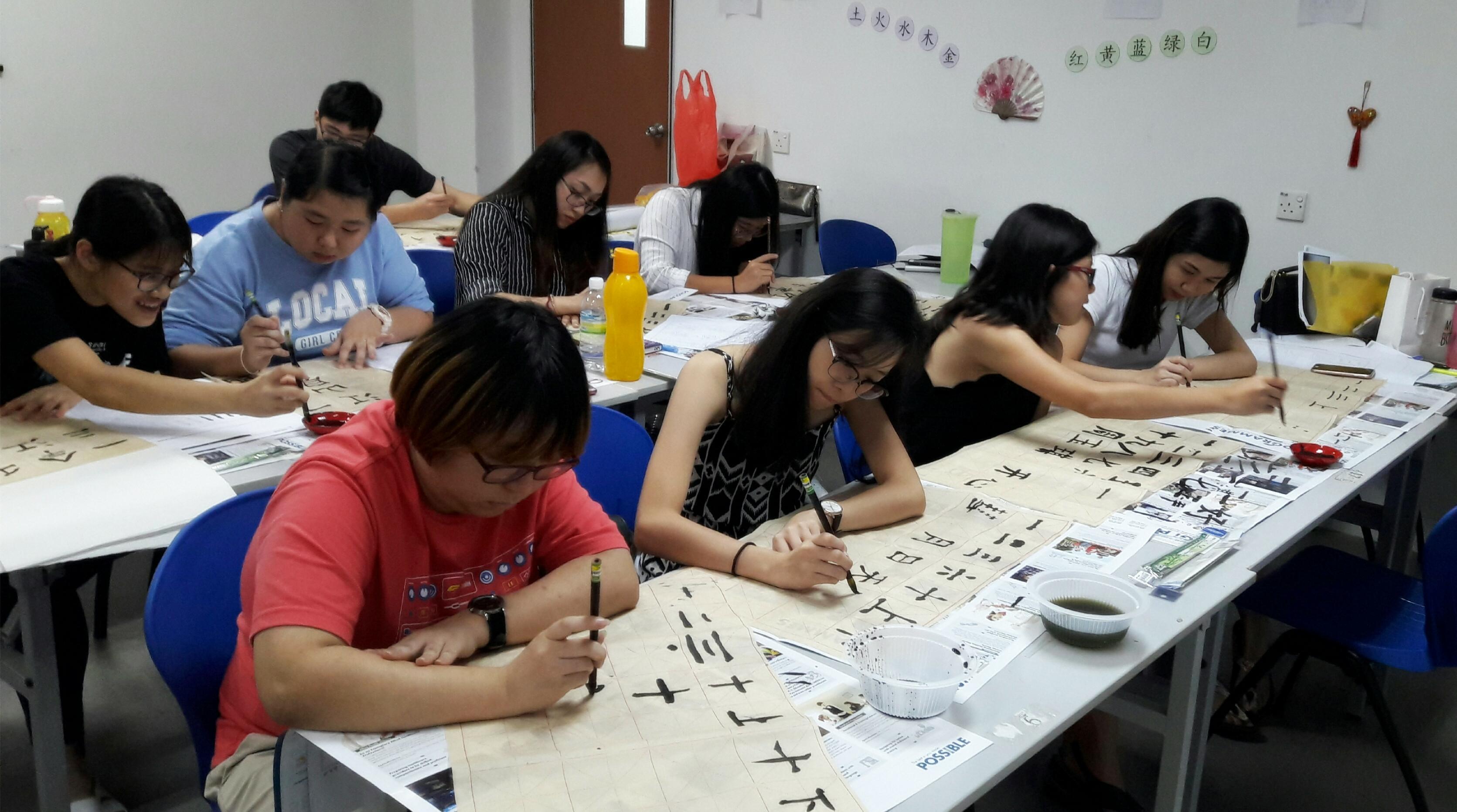 """马来西亚世纪大学孔子学院举办""""我的孔院故事-初识笔墨""""文化活动"""