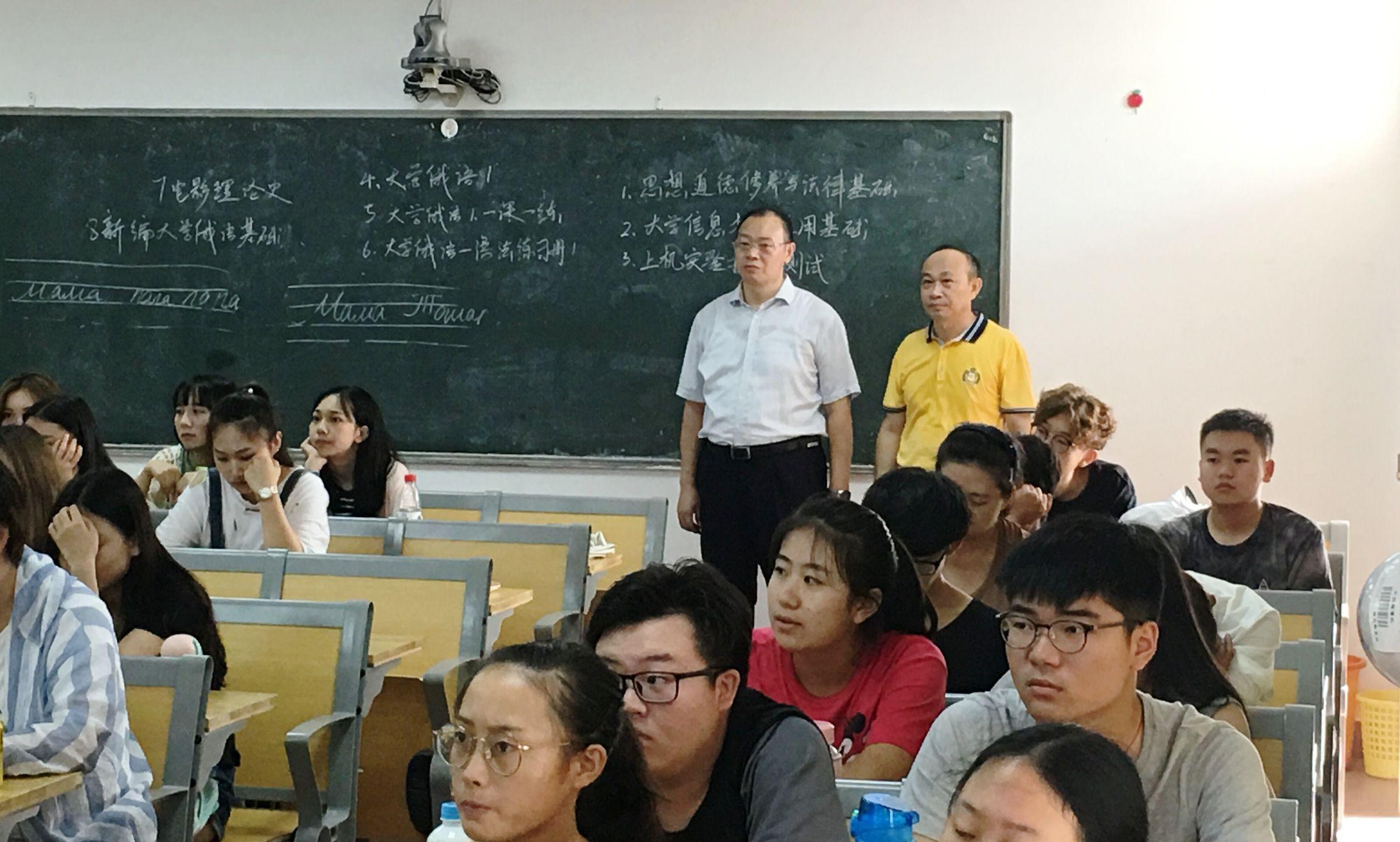 校领导走进中俄合作广播电视编导班课堂