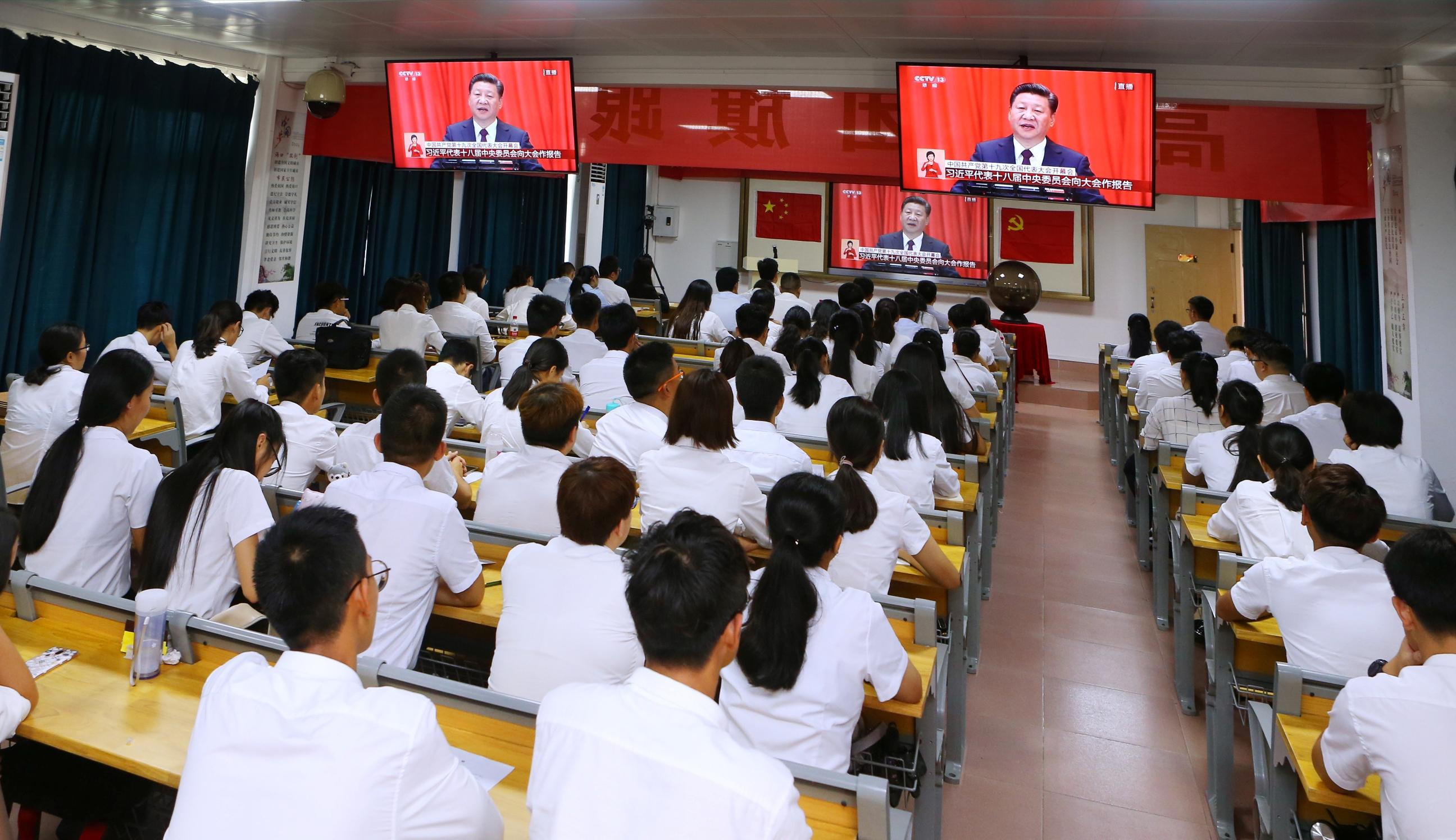 我校7千余师生集体收看十九大开幕大会直播