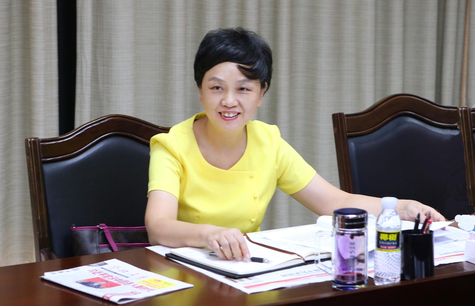 李红梅书记参加机关一支部专题学习会