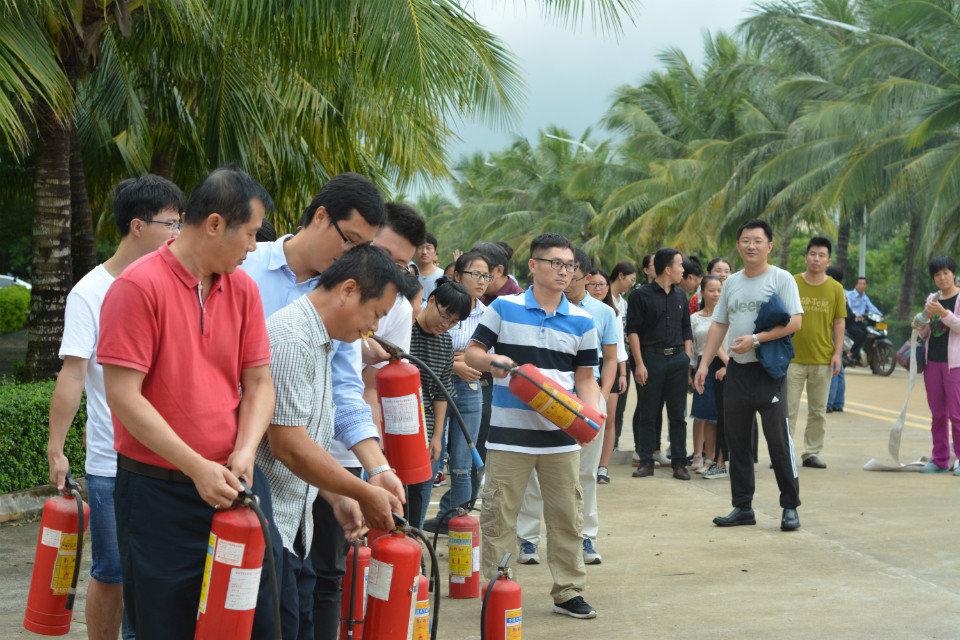 化学与化工学院举行消防演习教育