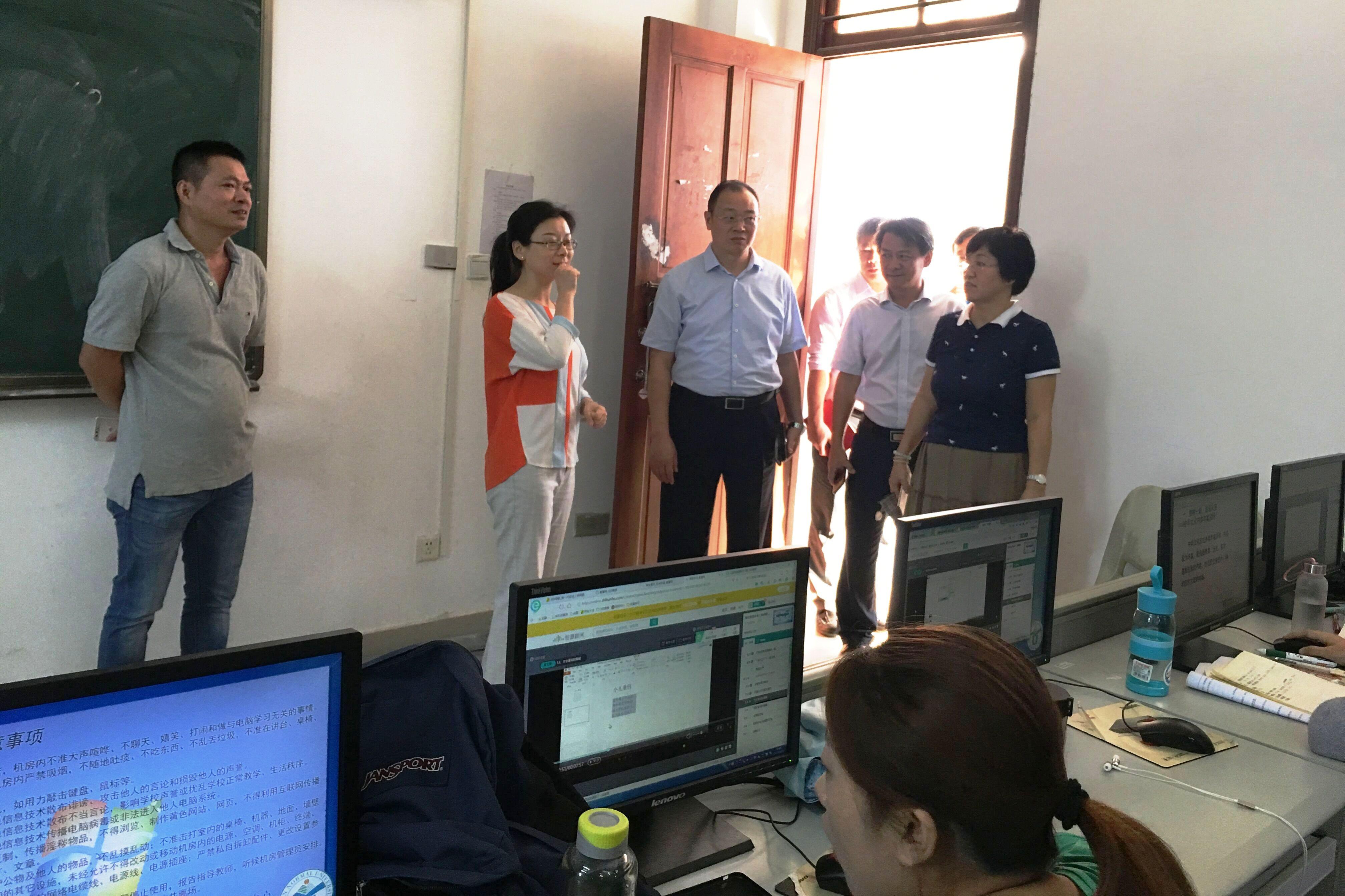 校领导调研桂林洋校区教学综合设施建设_海南师范大学