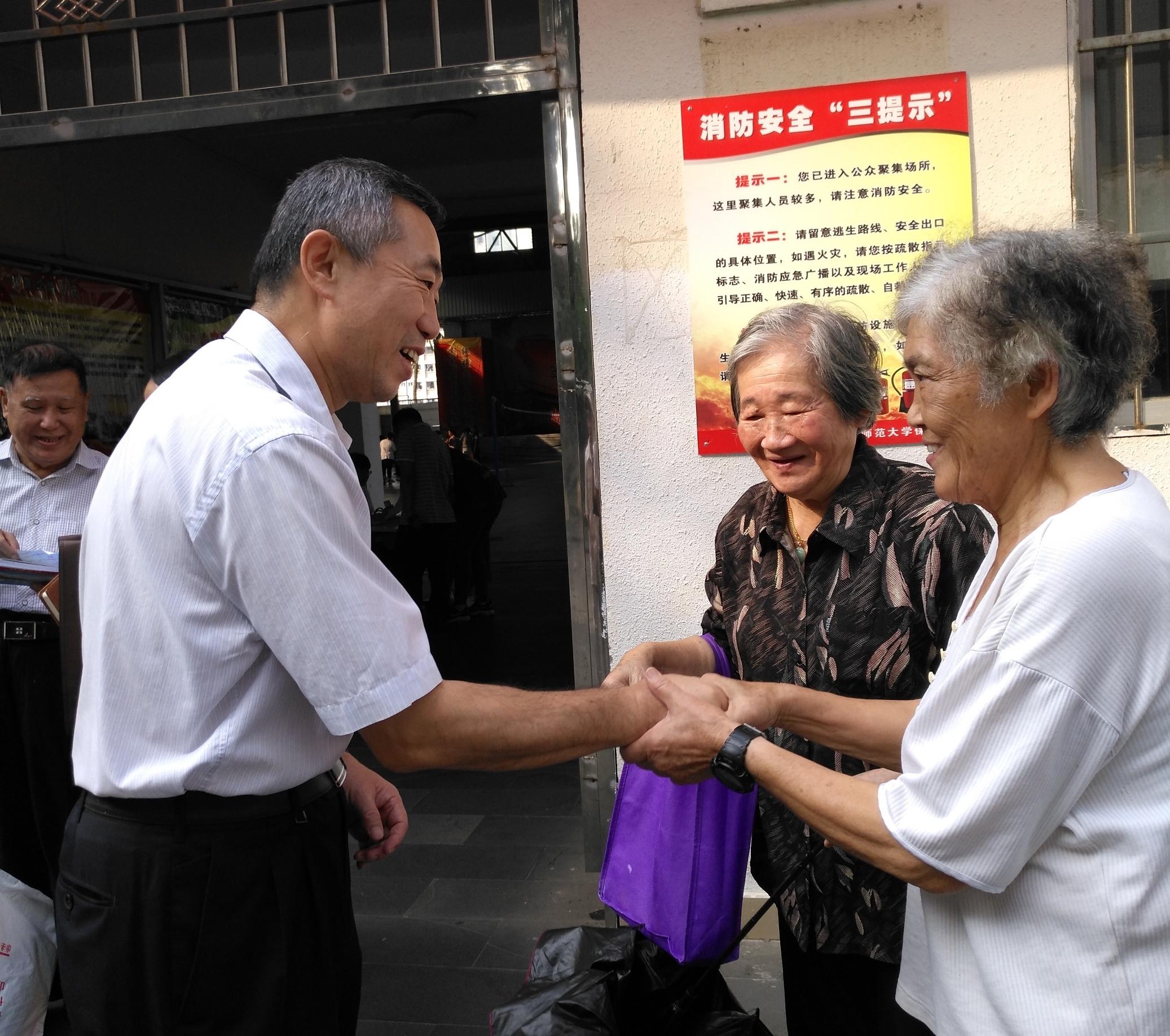 """我校举办""""欢度重阳节""""离退休教职工趣味运动会"""