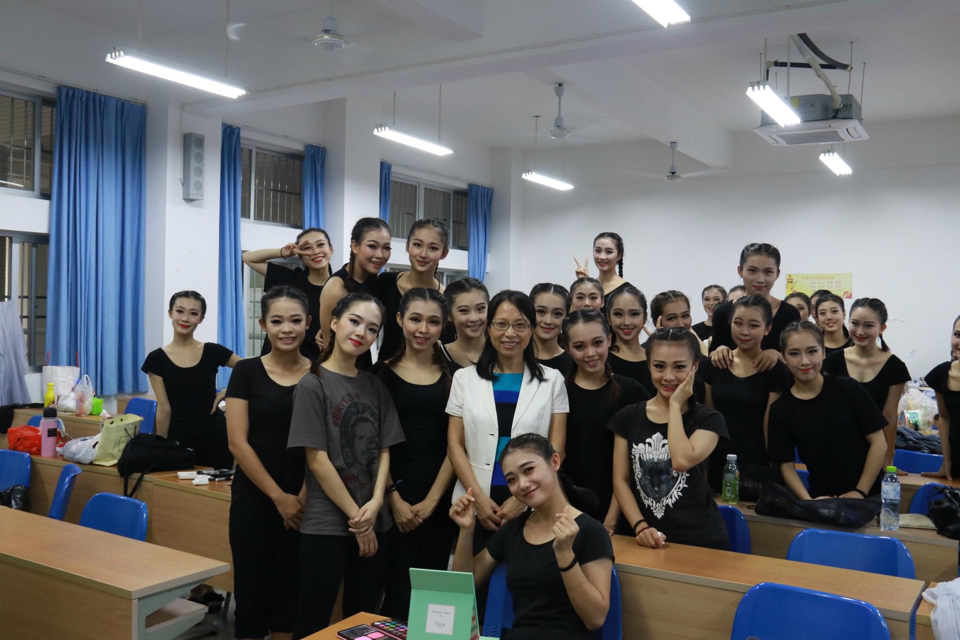 我校在海南省第六届大学生艺术展演中喜获佳绩