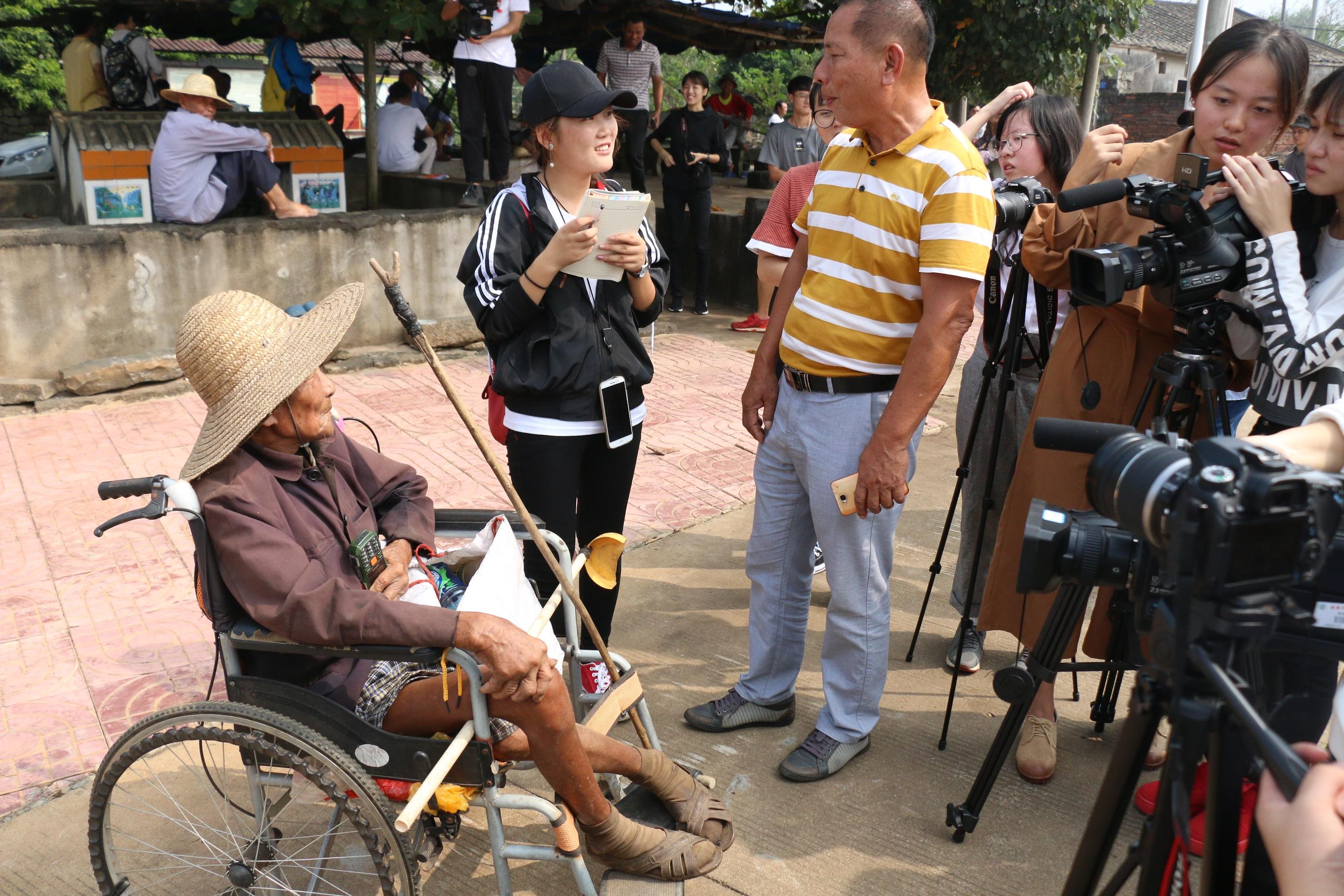 新闻传播与影视学院师生走进澄迈探访美丽乡村