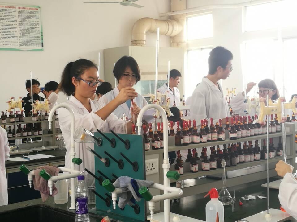 化学与化工学院成功举办第七届本科生化学实验技能竞赛
