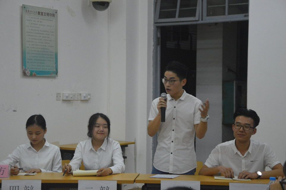 青年之声·教育与心理学院举办科技文化节辩论赛