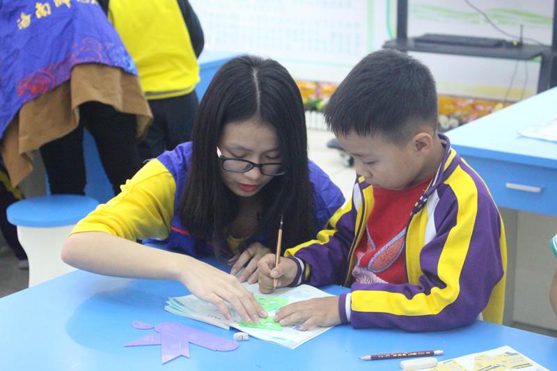 青年之声・奉献爱心,传递能量――记物理跟电子工程学院琼山一小志愿活动