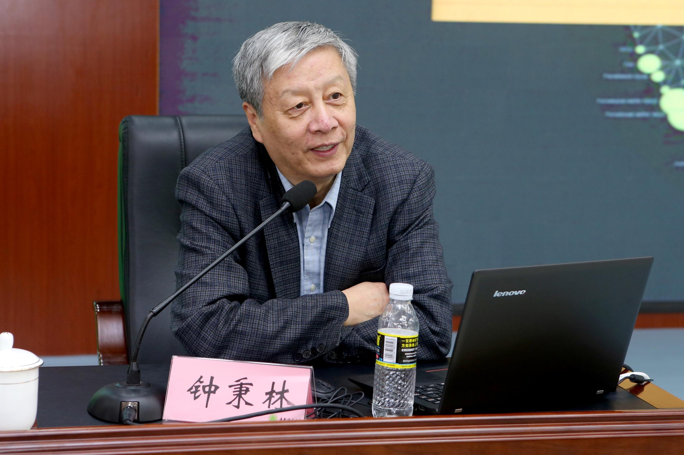 中国教育学会会长钟秉林作专题报告:师范大学要应对改革发展新挑战