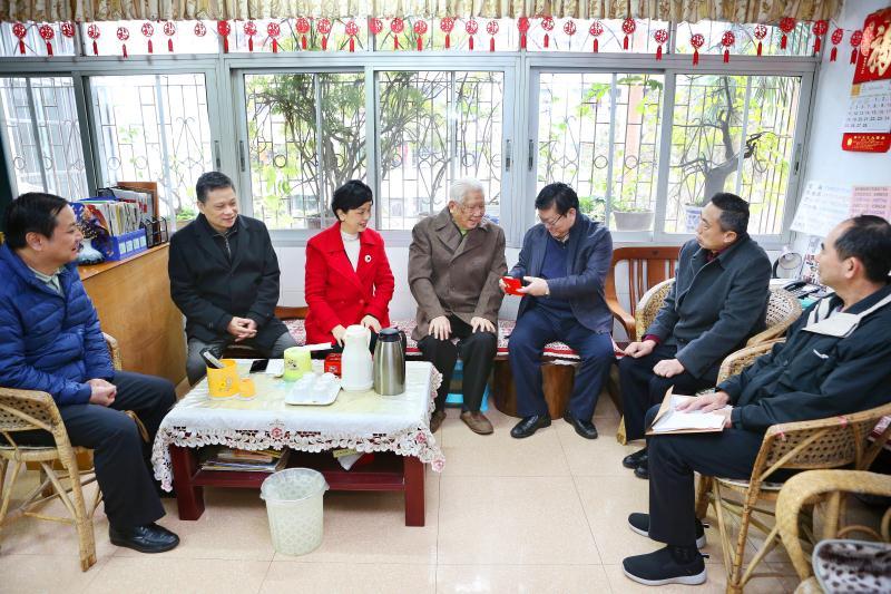 省委组织部到我校慰问老干部代表