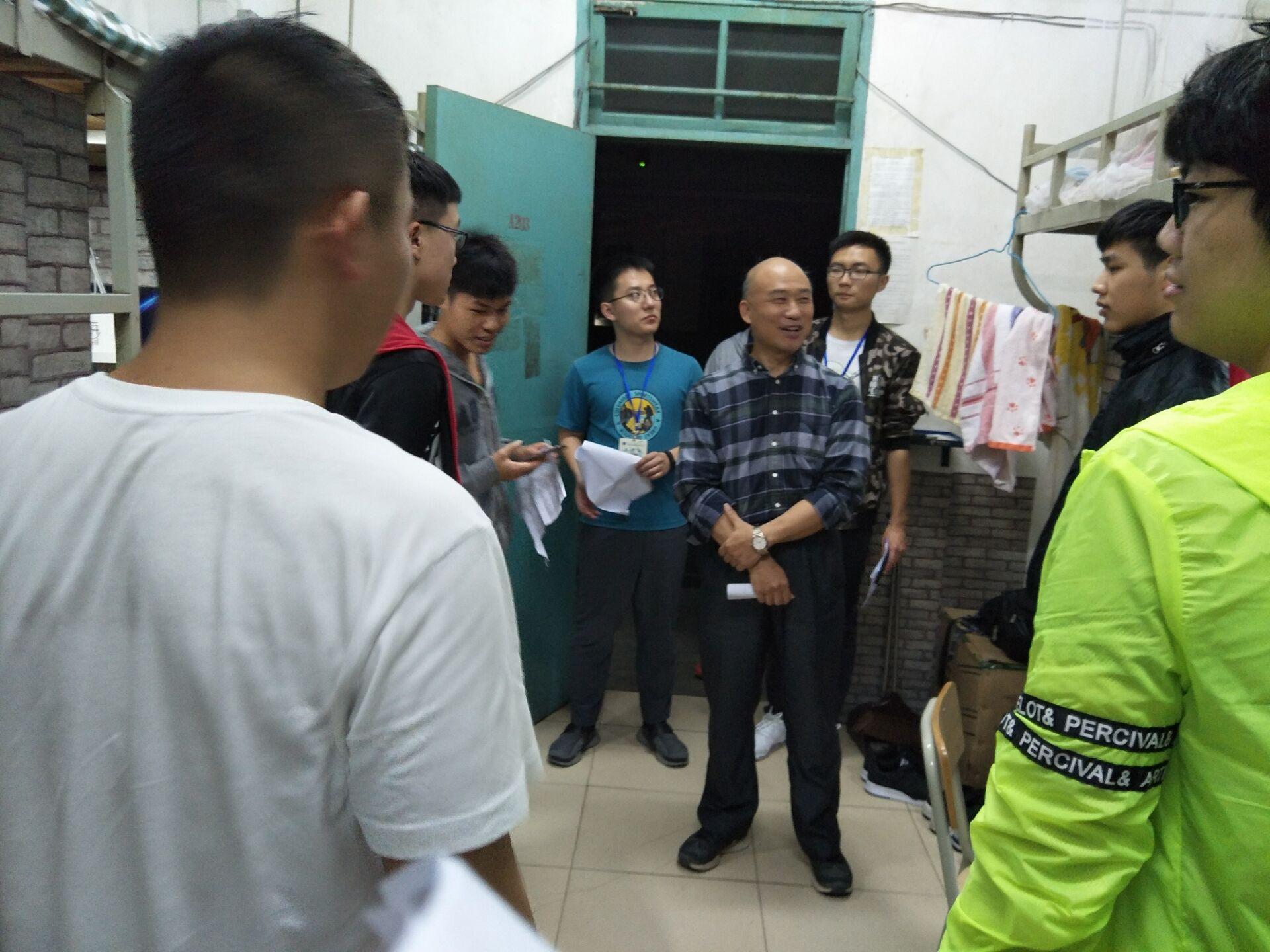记海南师范大学数统学院开学宿舍走访活动