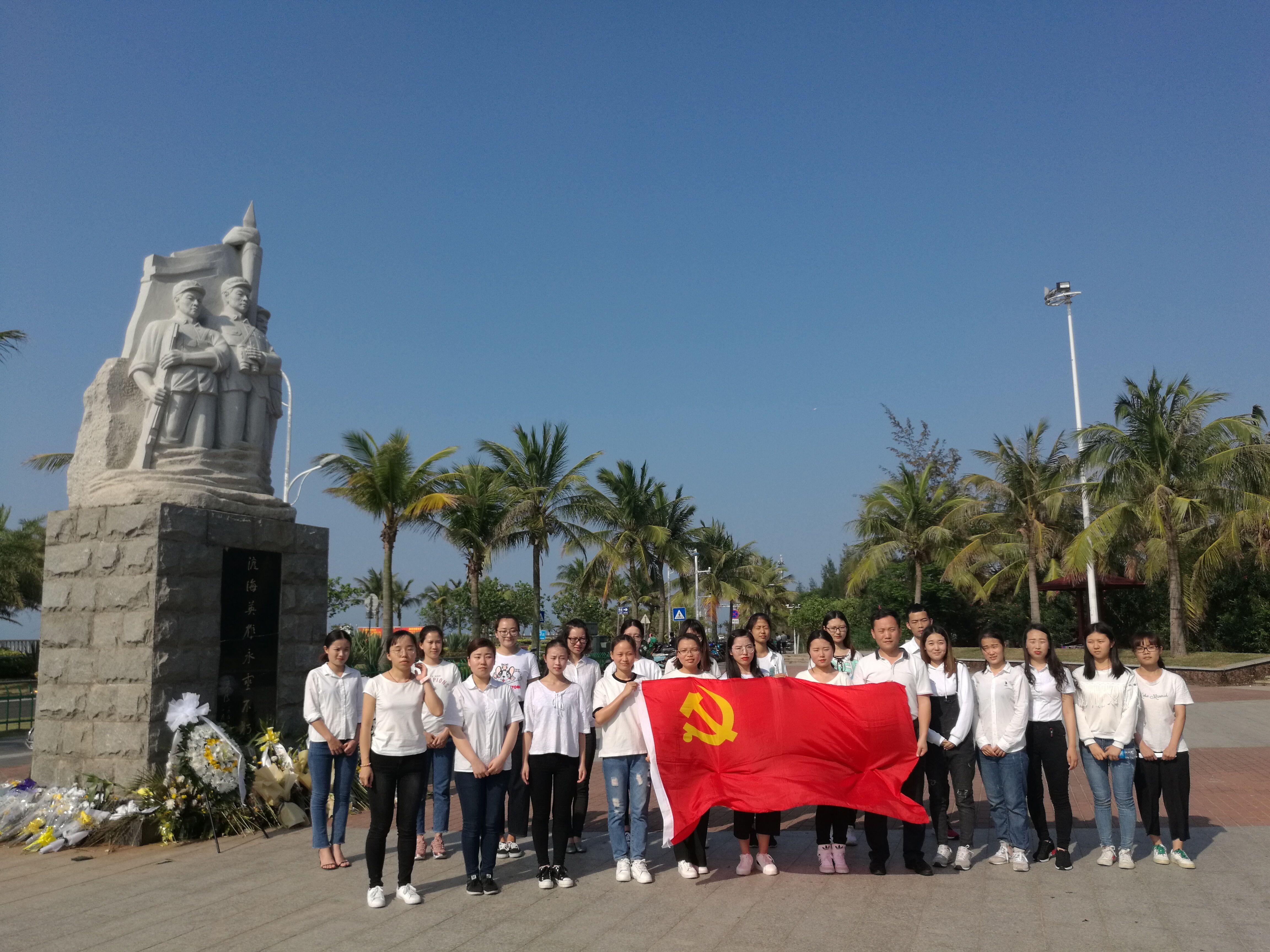 清明节院学生党支部渡江英雄纪念碑缅怀烈士活动