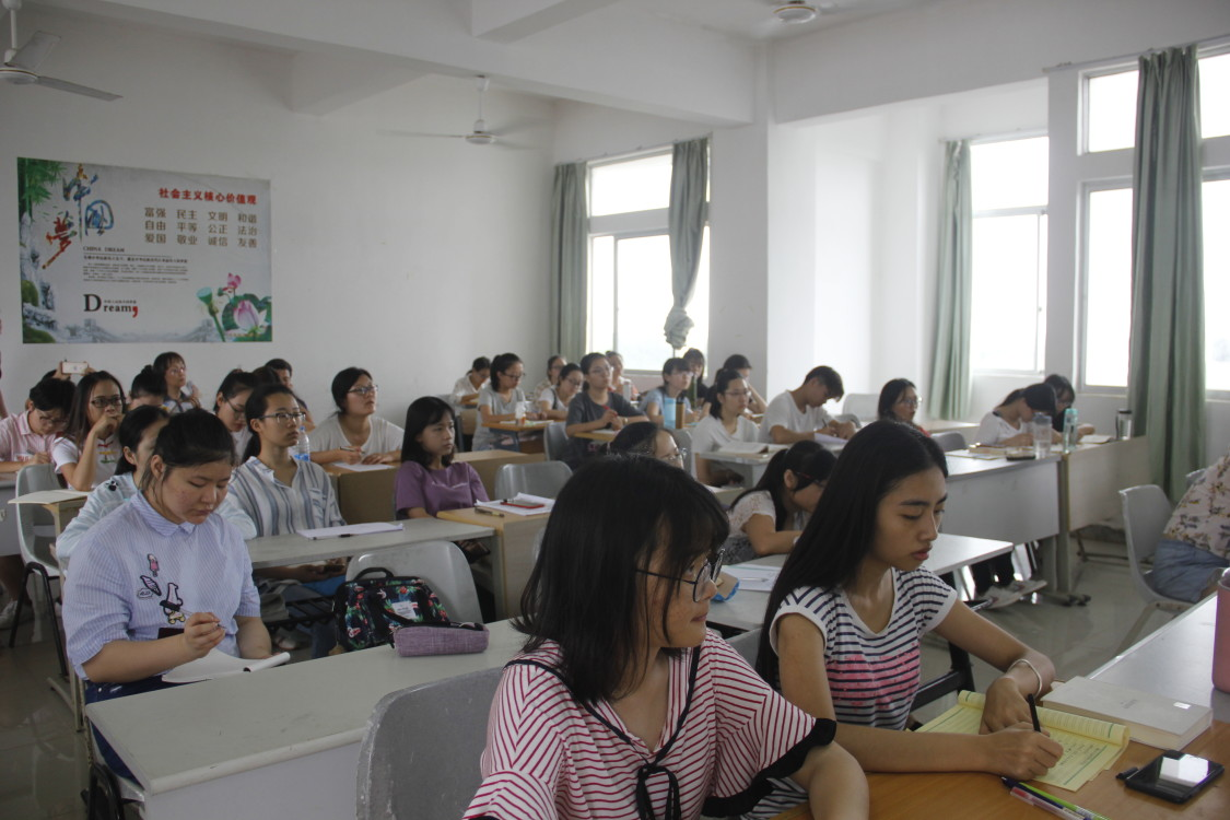 """文学院""""天涯人文:弘扬中华优秀传统文化""""系列讲座之""""海南语言资源的多样"""