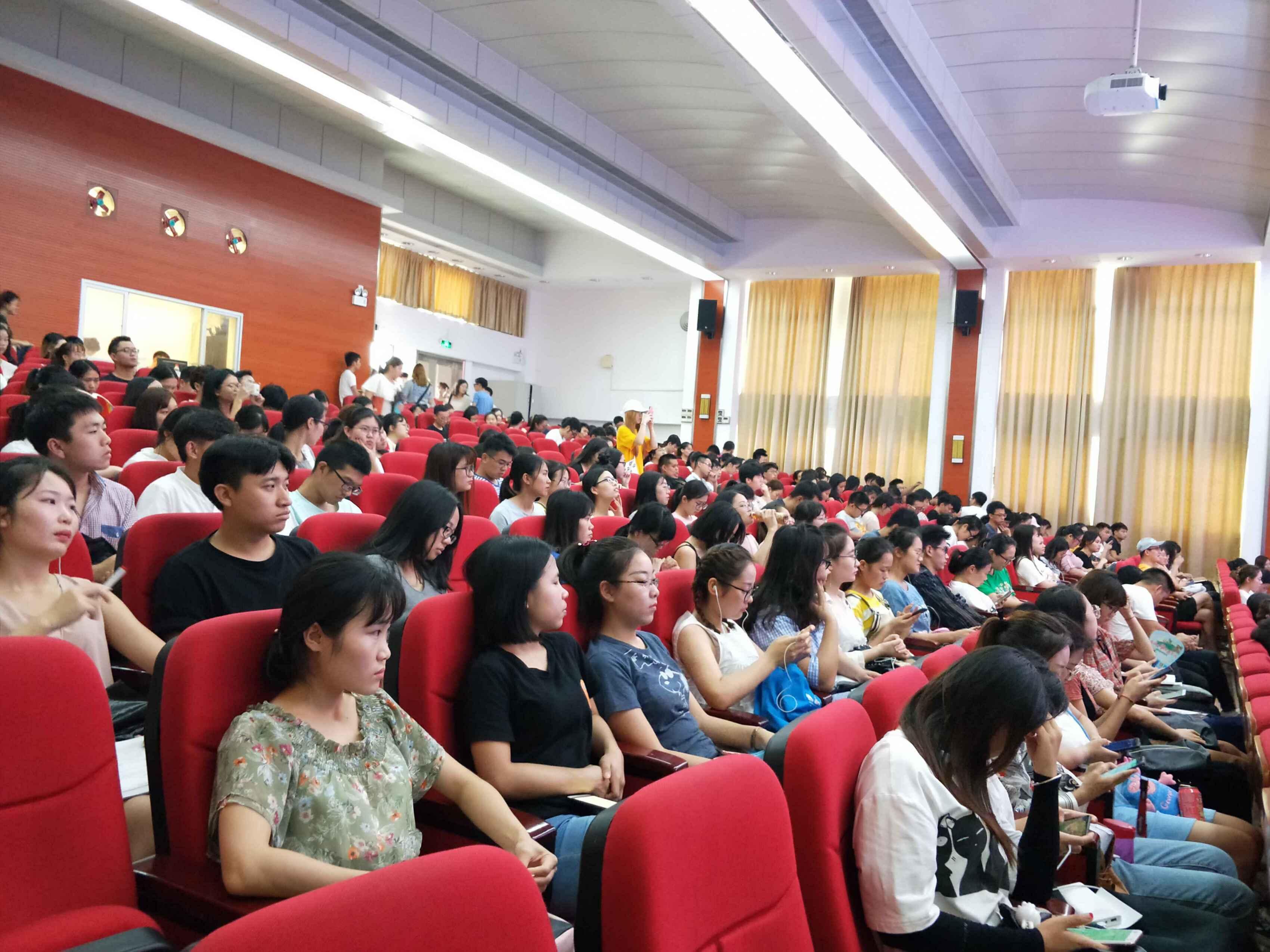 经济与管理学院举办优秀毕业生求职分享会