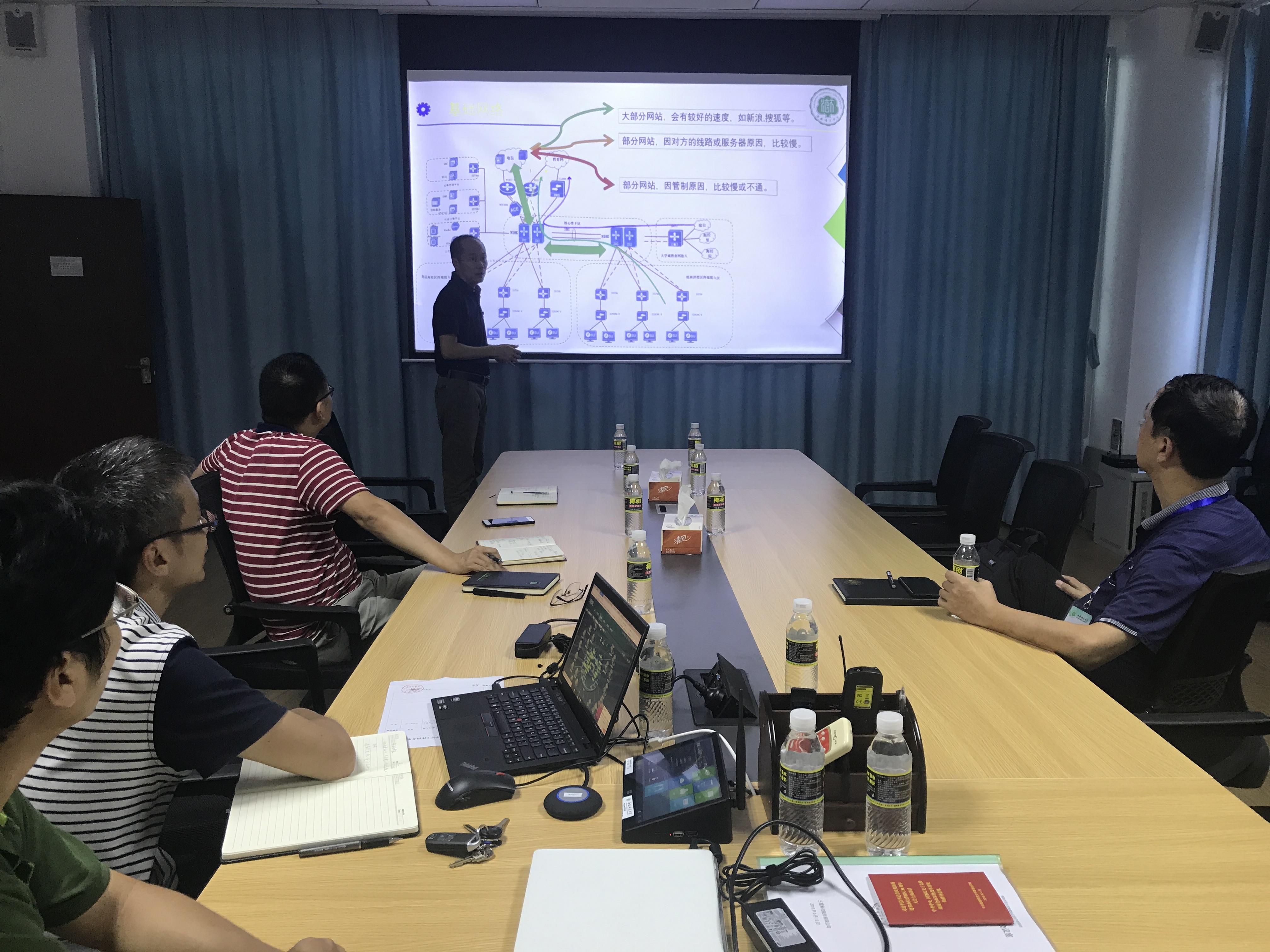 审核评估专家到信息网络与数据中心指导工作