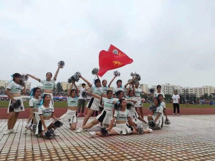 舞动青春 肆意飞扬——记啦啦操比赛圆满成功