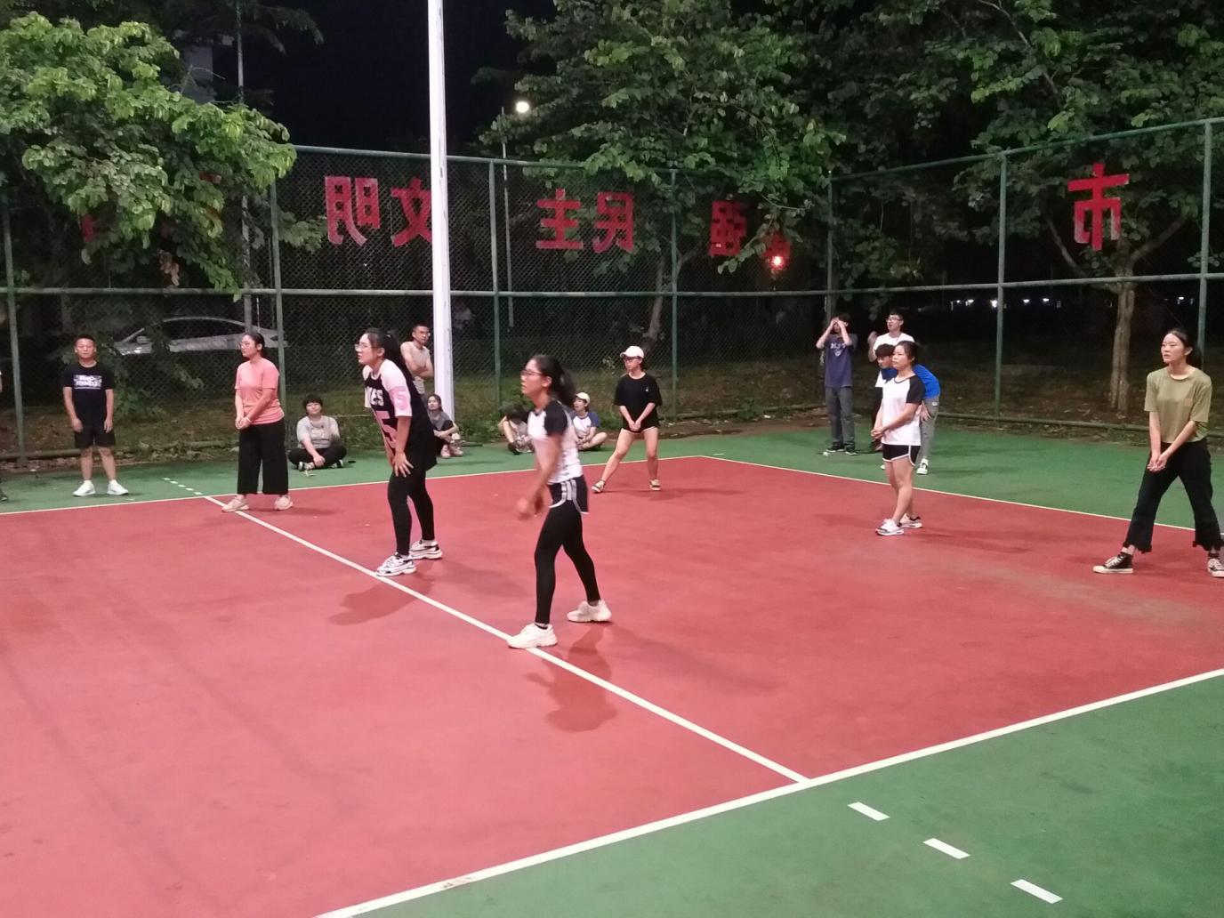 赛出友谊 赛出风采--记法学院男篮女排活动圆满成功