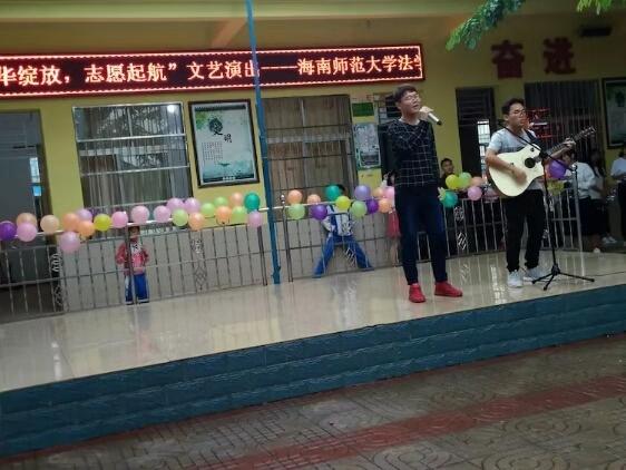 法学院青协志愿者到南江小学开展文艺演出活动