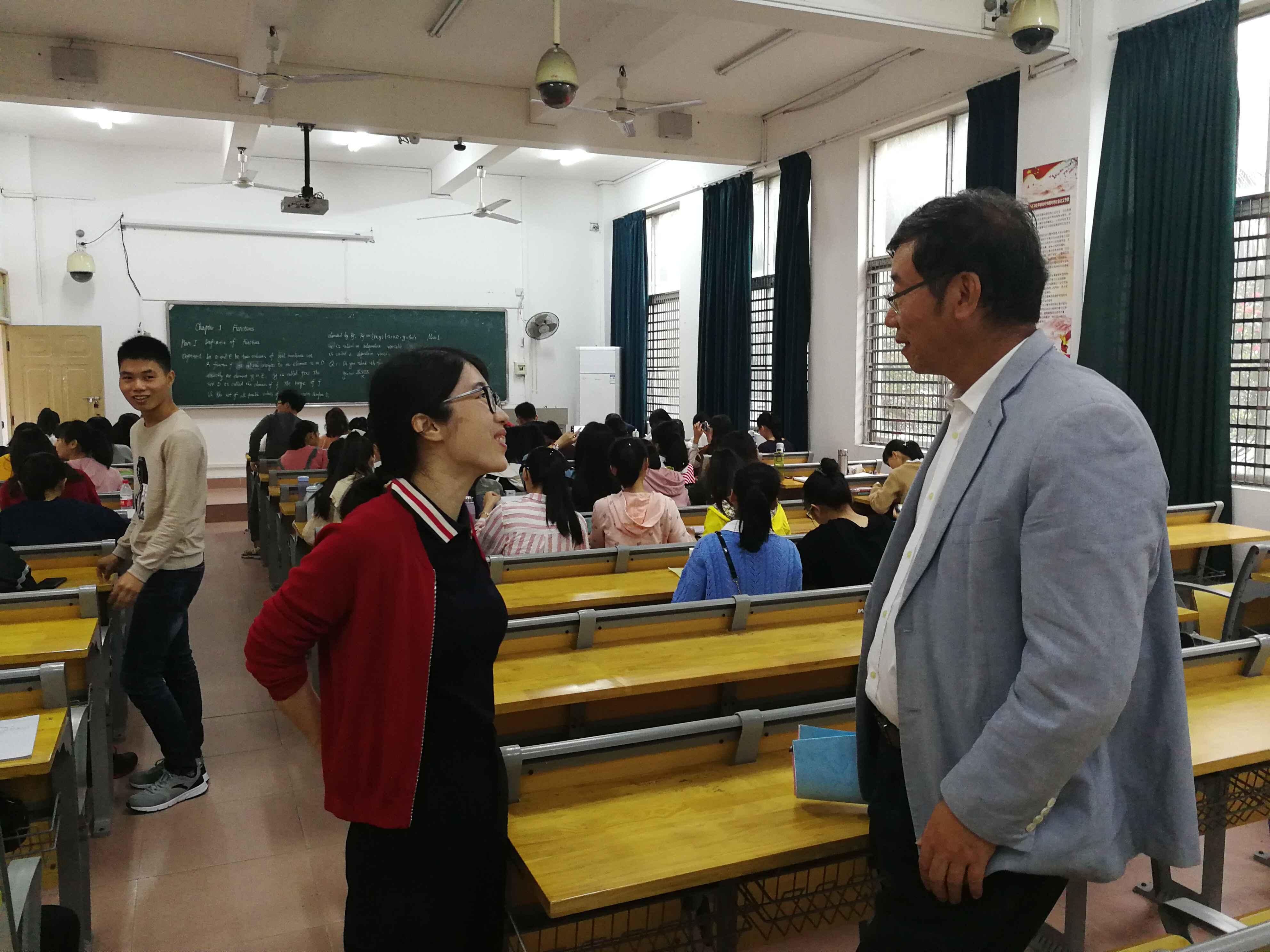 新学期校领导视察开学情况