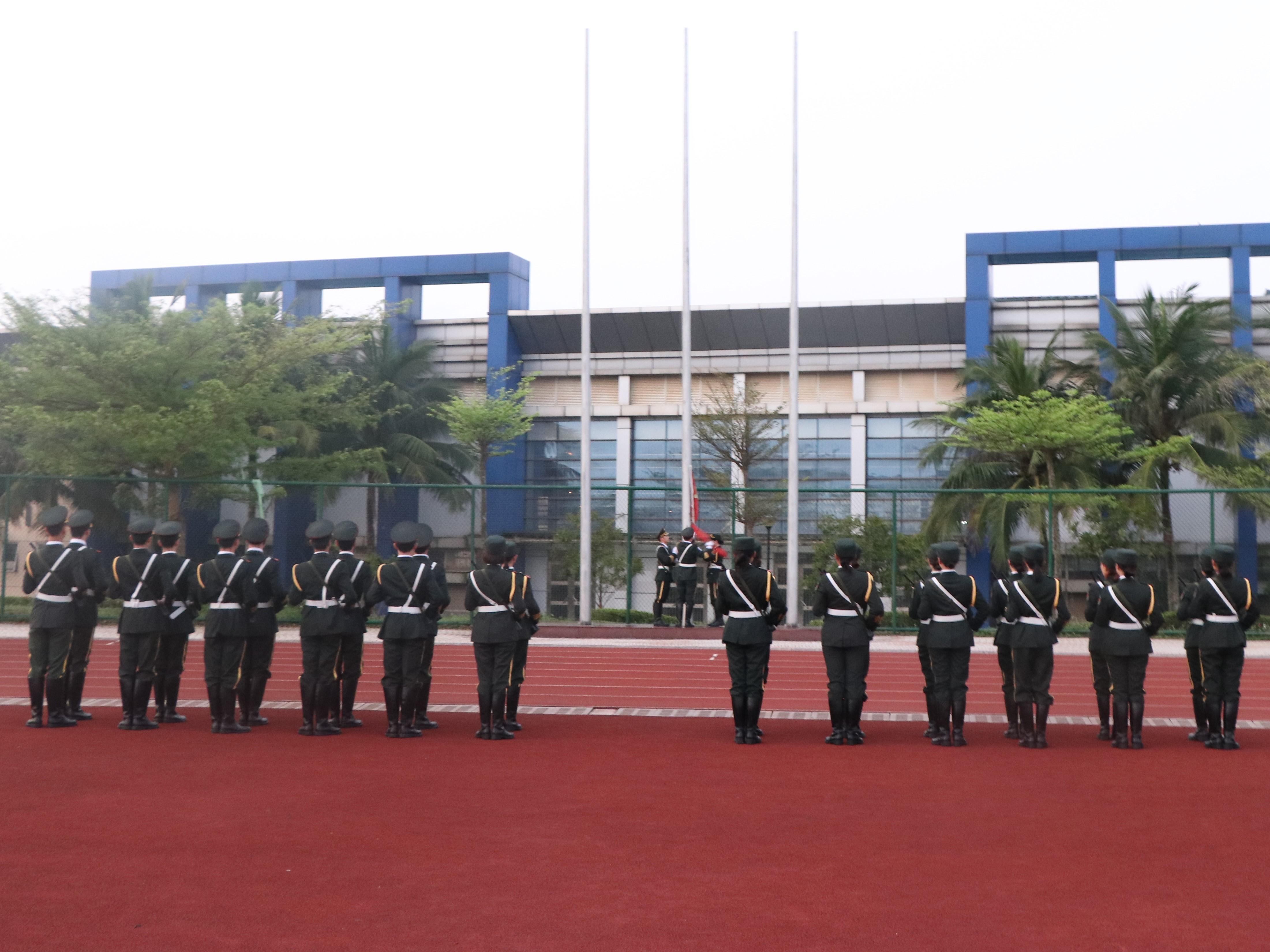 """践行志愿服务  成就美丽人生 ——新闻传播与影视学院举行""""国旗下讲话""""爱国主义教育"""