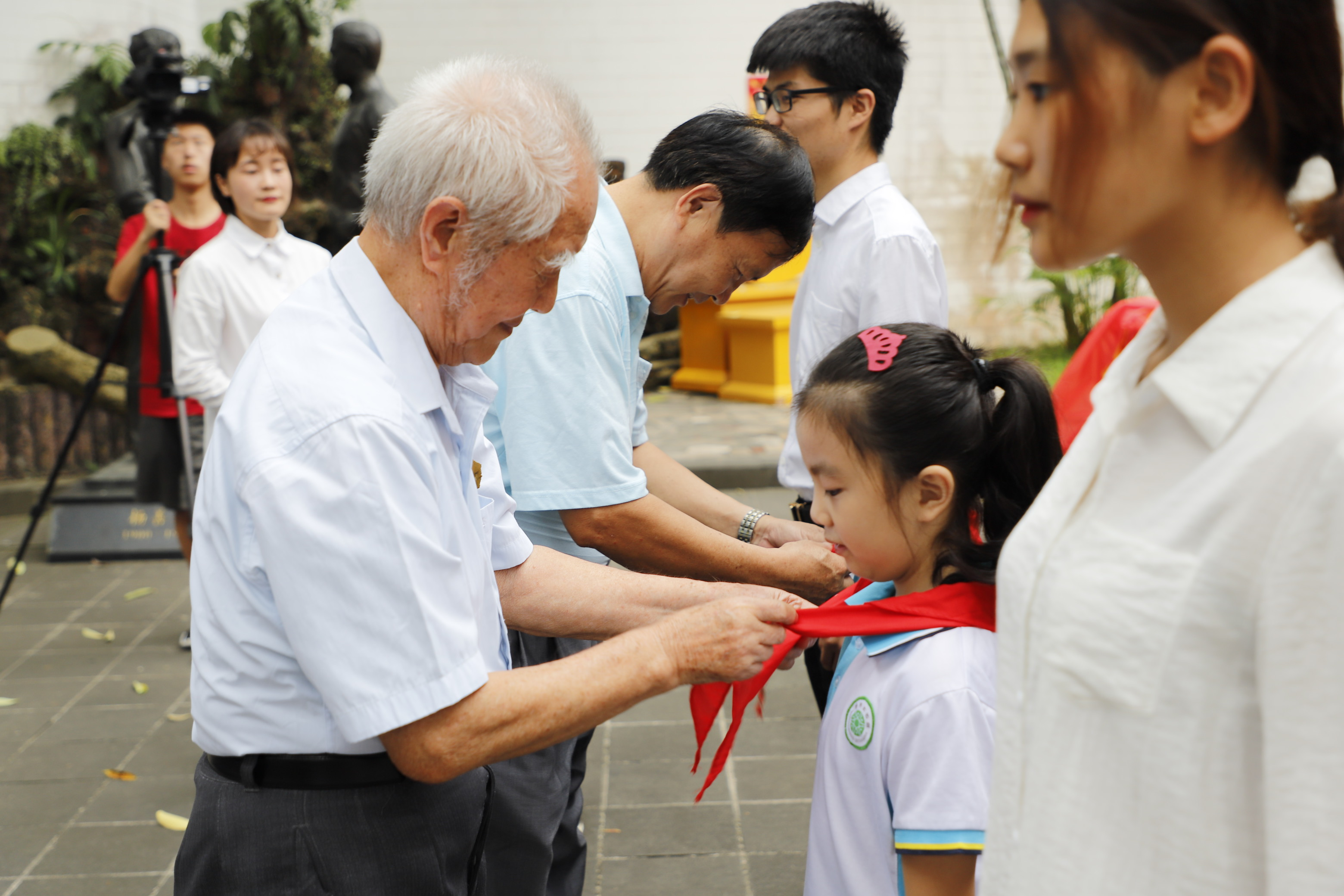 """校团委开展纪念""""五四""""运动100周年特别主题团日活动"""