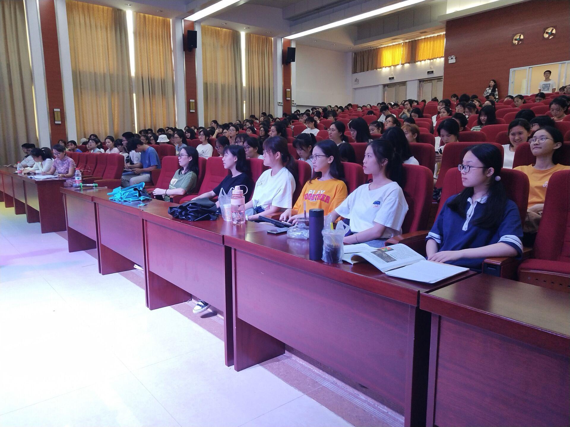 """青年之声·教育与心理学院举办""""家庭治疗""""学术讲座"""