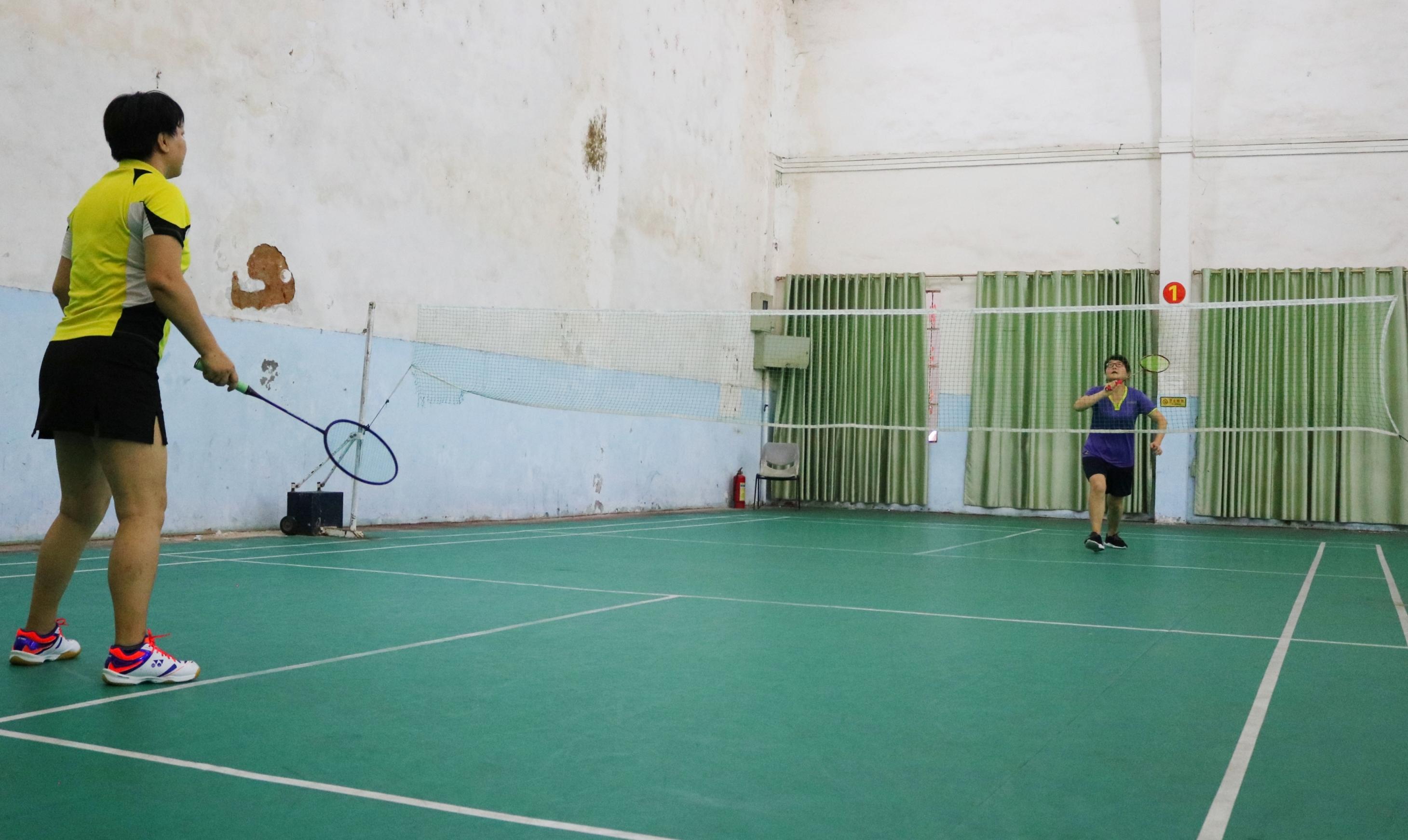 当好主人翁,建功新时代——海南师范大学教职工羽毛球赛精彩实录