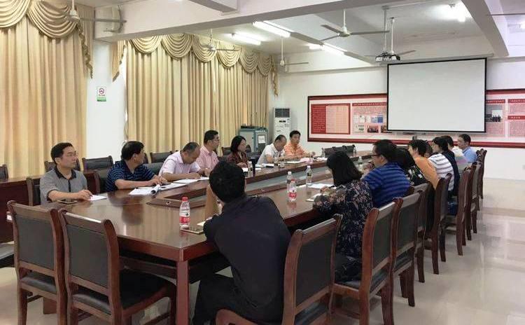 学校召开推进重点马克思主义学院建设现场办公会和座谈会
