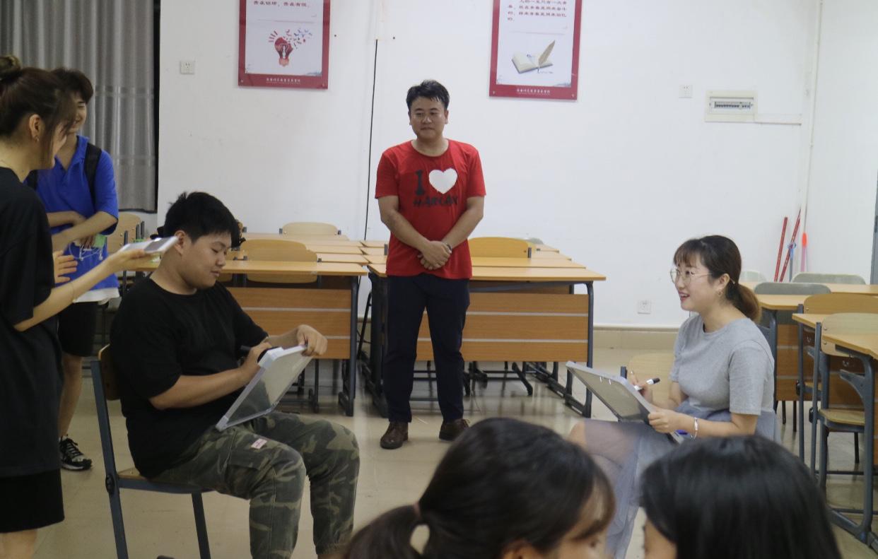 """青年之声·音乐学院青年志愿者协会举办""""我的最佳拍档""""默契活动"""