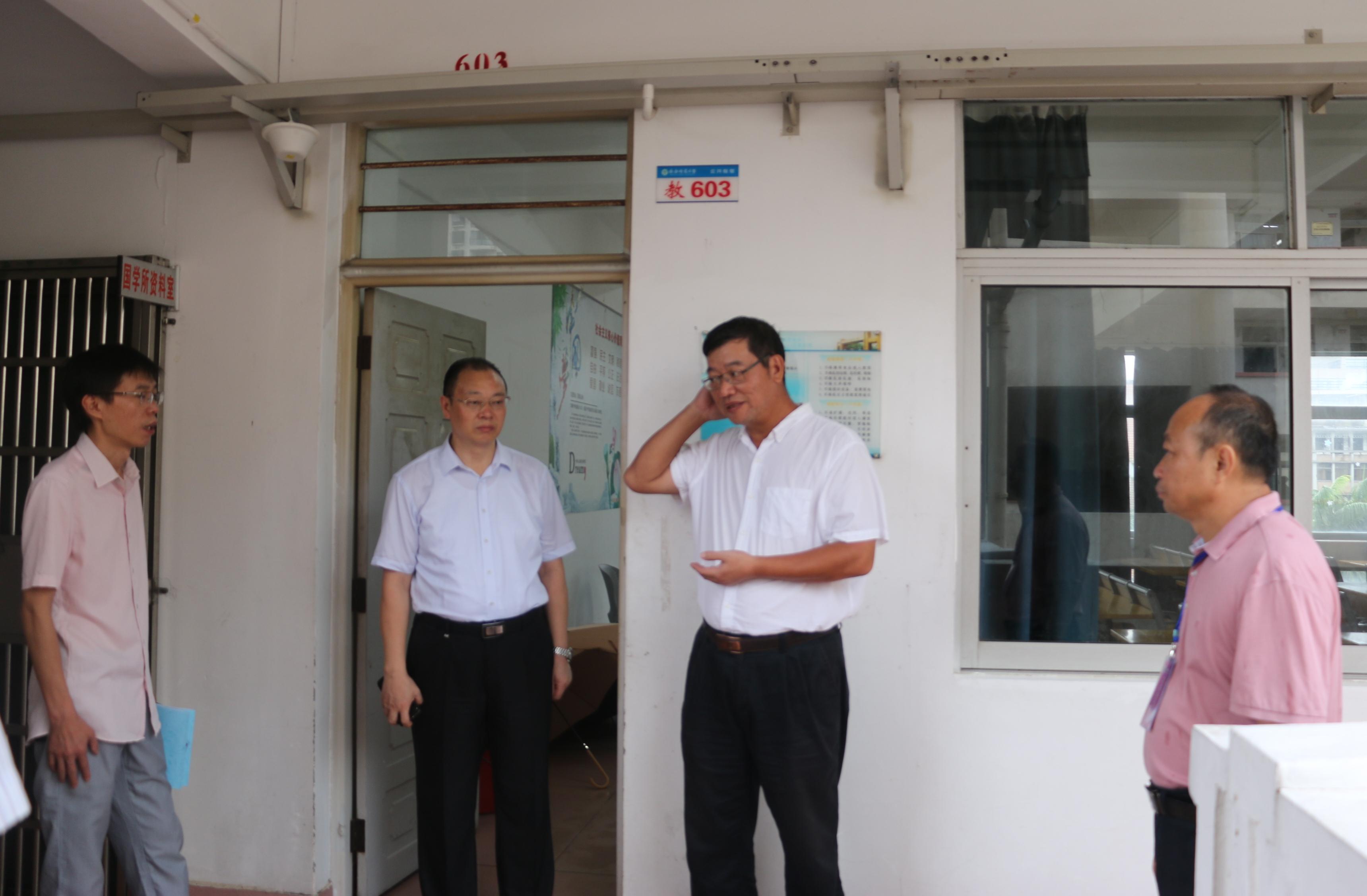 林强视察龙昆南校区开学情况