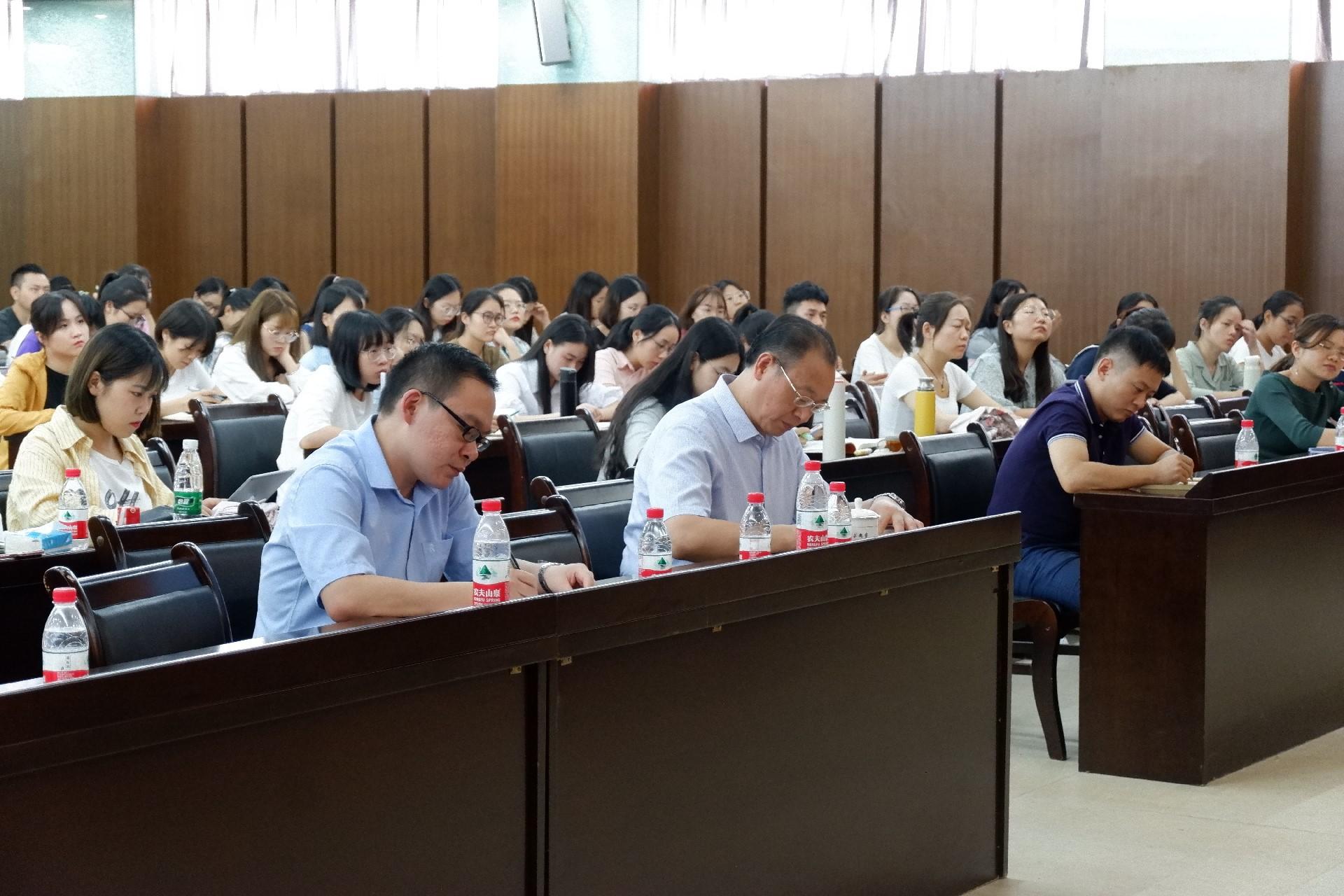 70年校慶教學系列報告:華南師范大學扈中平教授到我校講學